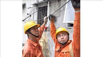 Chưa phải nắng nóng đỉnh điểm nhưng tiêu thụ điện đã cao kỷ lục, vận hành hệ thống điện thời gian tới gặp nhiều thách thức