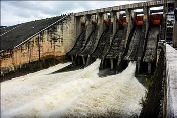 Tiếp tục đóng 1 cửa xả đáy Thủy điện Hòa Bình từ 12h trưa nay
