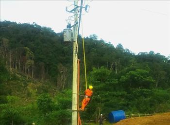 Xã cuối cùng của huyện Nam Giang - Quảng Nam đã có điện lưới