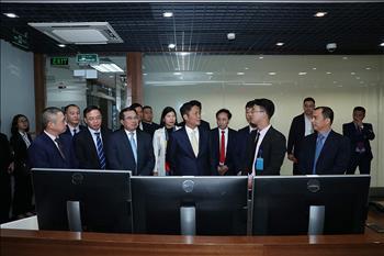 Bộ trưởng Bộ Công Thương thăm và chúc tết cán bộ nhân viên Trung tâm Điều độ Hệ thống điện Quốc gia và TBA 110kV Công viên Thống Nhất (Hà Nội)