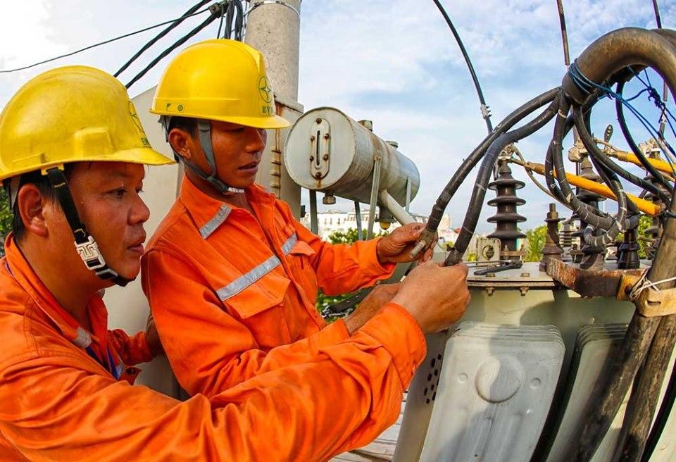 Nước về hồ thủy điện kém, EVN phải tăng cường huy động các nguồn điện chạy dầu trong các tháng cuối năm