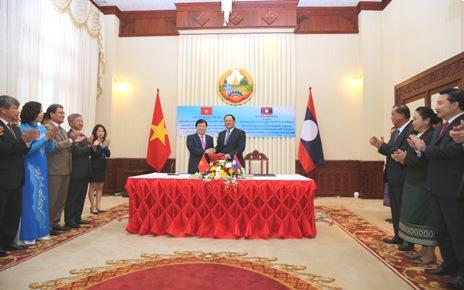 Ưu tiên triển khai các dự án kết nối năng lượng Việt-Lào